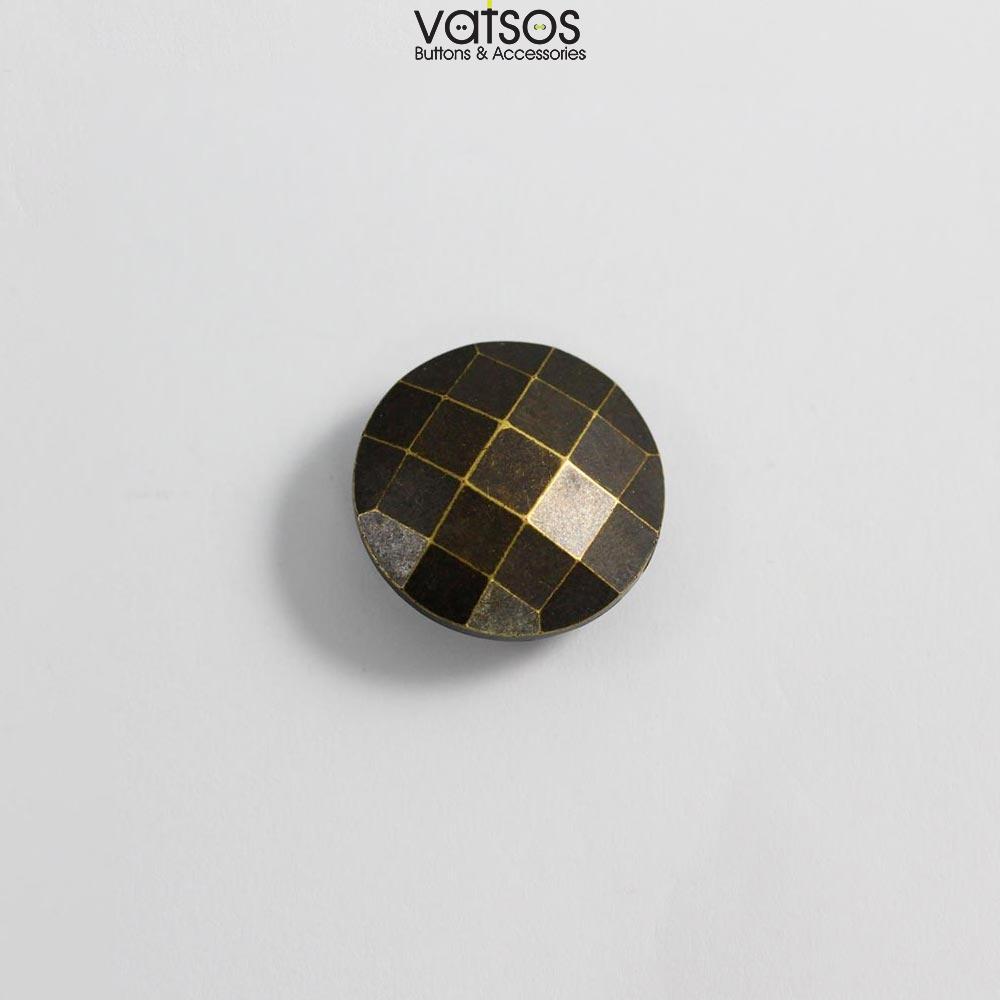 Πλαστικό κουμπί με τετραγωνάκια